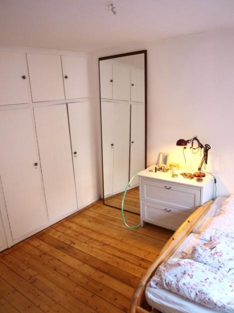 Schlafzimmer und uralte Dielen.